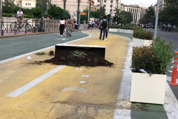 Πορεία στο κέντρο της Αθήνας: Βανδαλισμοί στον Μεγάλο Περίπατο