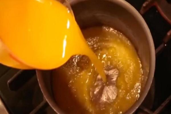 Έριξε χυμό πορτοκαλιού μέσα σε βρασμένο νερό. Το αποτέλεσμα; Πραγματικά εντυπωσιακό!