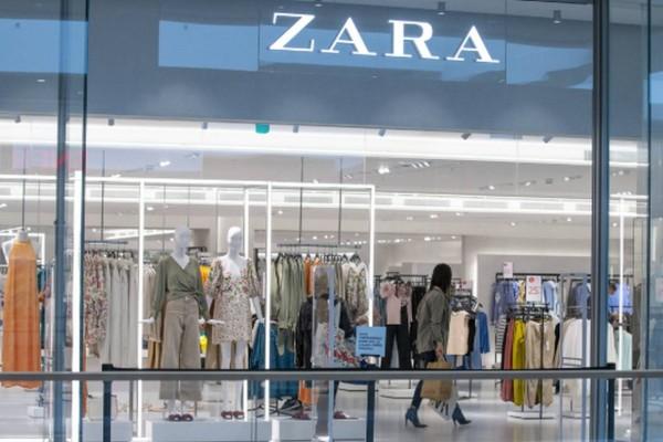 Zara προσφορά: Εκπτώσεις -75% -  Μόνο με 5,99 ευρώ ένα μαύρο σικάτο φόρεμα