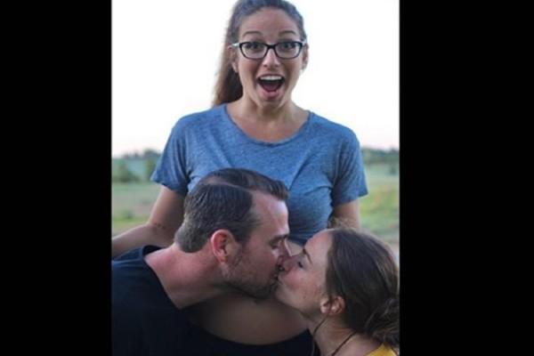 Ζευγάρι περιμένει παιδί αλλά θέλουν να το θηλάζει και η ερωμένη τους (photos)