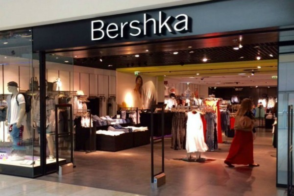 Το φόρεμα σε στιλ κορσέ από τα Bershka είναι το hot item που δεν πρέπει να λείψει από καμία ντουλάπα