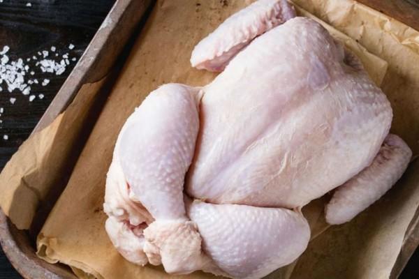 Το μυστικό για να καταλάβεις αν το συσκευασμένο κοτόπουλο είναι φρέσκο