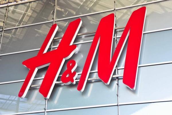 Super προσφορά στα H&M: Το απόλυτο φόρεμα με 8,99 ευρώ!