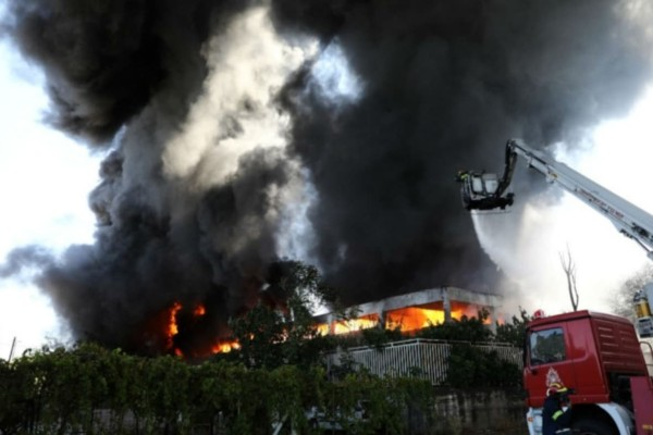 Φωτιά στη Μεταμόρφωση: Στενή παρακολούθηση στο θέμα της πυρκαγιάς - Ποιες οι τιμές των ρύπων που μετρήθηκαν;