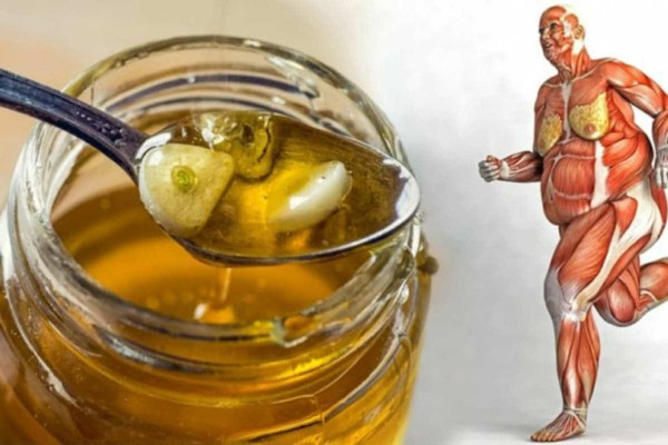 Έτρωγε μέλι και σκόρδο με άδειο στομάχι - Ύστερα από μια εβδομάδα έμαθε ότι...