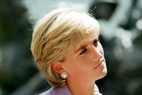 Κυκλοφόρησαν οι απαγορευμένες φωτογραφίες της πριγκίπισσας Νταϊάνα - Φρίκη στο Buckingham
