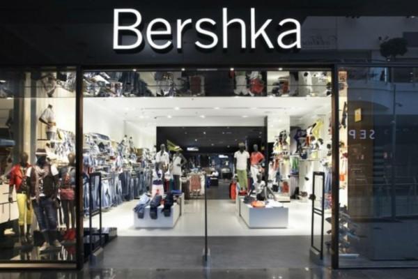 Αν αγαπάς τις φούστες τότε σίγουρα θα ερωτευτείς αυτή την ασύμμετρη denim από τα Bershka