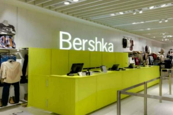 Βρήκαμε στα Bershka τη must have ολόσωμη φόρμα με σορτσάκι που σίγουρα θα ερωτευτείς