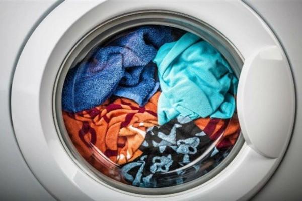 Το απόλυτο μυστικό για να βγαίνουν τα ρούχα απ' το πλυντήριο σαν σιδερωμένα