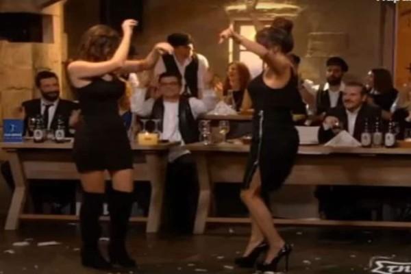 Μελαχρινές καλλονές χορεύουν τσιφτετέλι και