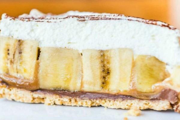 Καλοκαιρινό γλυκό ψυγείου με ζαχαρούχο γάλα, μπανάνες και άλλα 5 υλικά