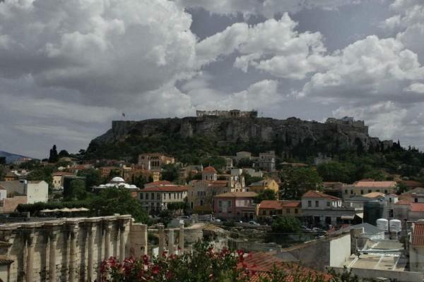 Η φωτογραφία της ημέρας: Καλή Κυριακή από τη βροχερή Αθήνα