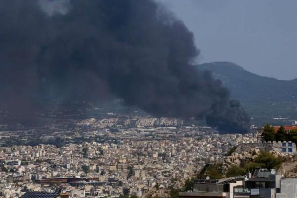 Φωτιά στη Μεταμόρφωση: Ανησυχία για το τοξικό νέφος - Κάτοικοι είχαν ζαλάδες και εμετούς (Video)