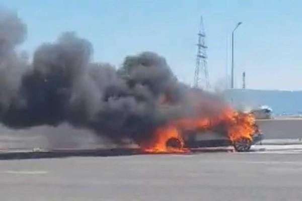 Αυτοκίνητο τυλίχθηκε στις φλόγες στην Εθνική οδό Αθηνών – Κορίνθου