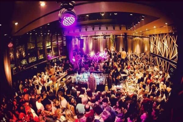 Κορωνοϊός: Έκλεισε μπαρ στην Εύβοια λόγω συνωστισμού