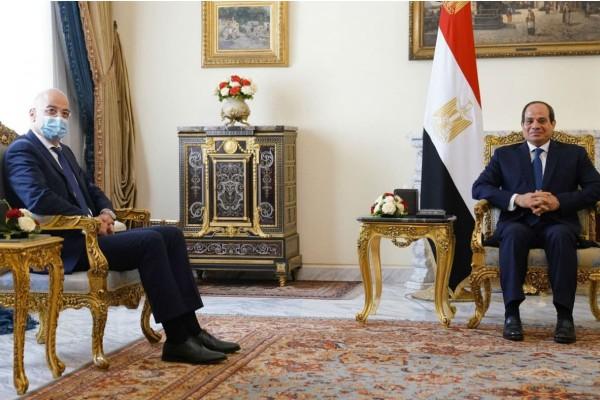 Αιφνιδιαστική επίσκεψη Δένδια στην Αίγυπτο - Υπογράφεται συμφωνία για ΑΟΖ (Video)