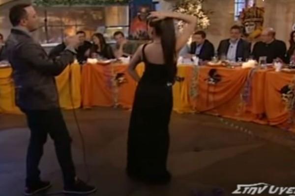 Δεν κρύβονται τα πτυχία: Το κολασμένο τσιφτετέλι της χορεύτριας που προκάλεσε
