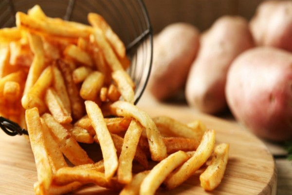 Το κόλπο για να κάνετε τις τηγανητές σας πατάτες light