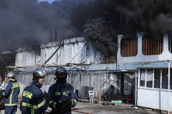 Φωτιά στη Μεταμόρφωση: Συνεχίζεται η μάχη με τις φλόγες - Ανησυχεί ο καπνός που «πνίγει» την Αθήνα