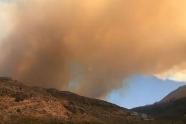Φωτιά στη Μάνη: Εκκενώνονται οικισμοί