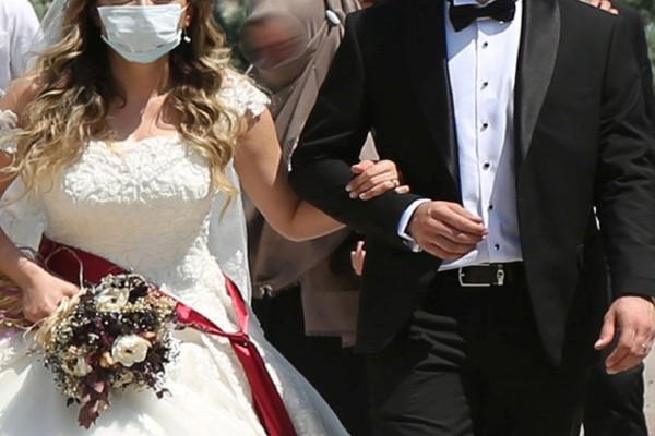 Χαμός στην Κρήτη: Γάμος με παραπανίσια άτομα και «βροχή» τα πρόστιμα