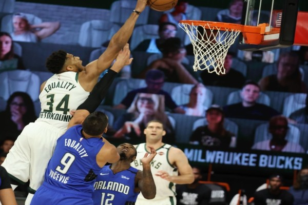 NBA Playoffs: «Πάγωσαν» τον Γιάννη και τους Μπακς οι Μάτζικ