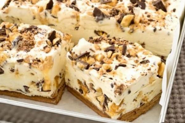 Παγωμένο γλυκό ψυγείου με ζαχαρούχο γάλα και κομματάκια σοκολάτας, με 4 μόνο υλικά και χωρίς ψήσιμο