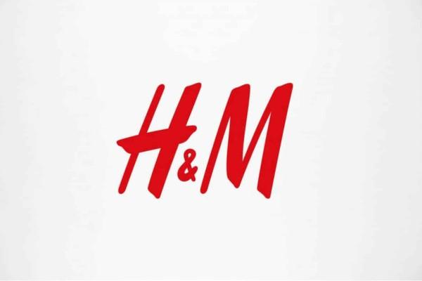 Τρέξε στα H&M για να προλάβεις το απόλυτο λευκό παντελόνι - Κοστίζει 19,99€