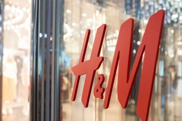 H&M: Η τέλεια φούστα με μοναδική έκπτωση - Στοιχίζει μόνο 3.99€