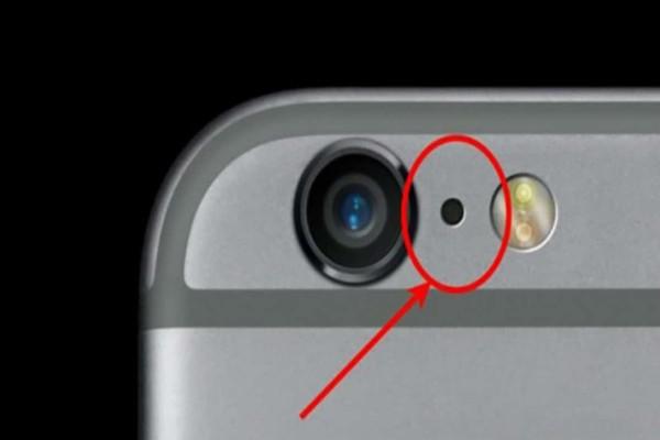 Προσοχή: Γιατί  υπάρχει μια μικρή μαύρη τρύπα στο iPhone σας;