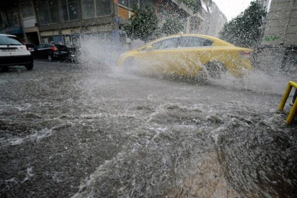 Καιρός: Μένουν οι καταιγίδες και πέφτει η θερμοκρασία - Εκεί θα σημειωθούν τα πιο έντονα φαινόμενα