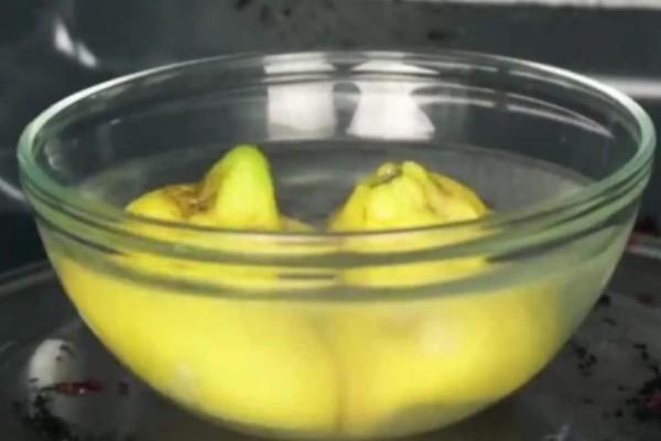 Βάζει ένα μπολ με λεμόνι και νερό στον φούρνο μικροκυμάτων - Δείτε τι συμβαίνει μετά από 3 λεπτά....