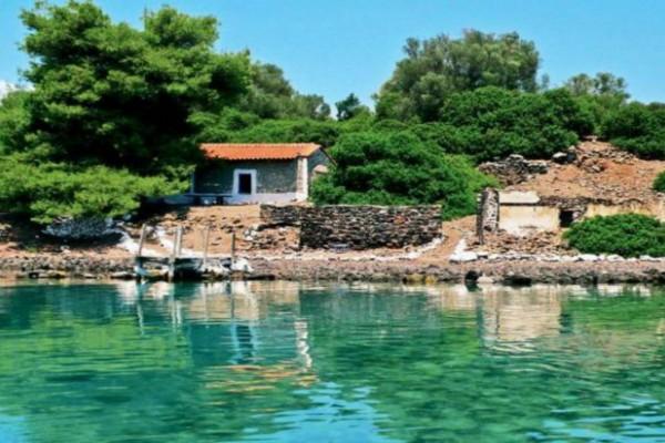 Παραμυθένιο: Ο επίγειος παράδεισος με τα μικρά νησάκια μια ανάσα από την Αθήνα