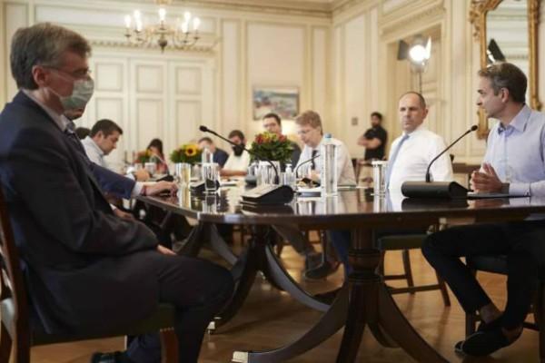 Σε επιφυλακή το Μαξίμου: Τηλεδιάσκεψη υπό τον Κυριάκο Μητσοτάκη και στο βάθος... διάγγελμα