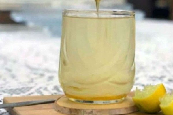 Αυτή η γυναίκα έπινε ζεστό νερό με μέλι & λεμόνι για έναν ολόκληρο χρόνο - Μαντέψτε τα αποτελέσματα