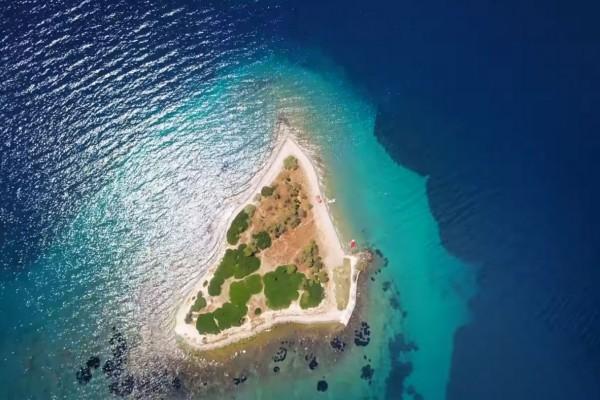 Ονειρεμένο: Το άγνωστο νησί που πας με ... τα πόδια