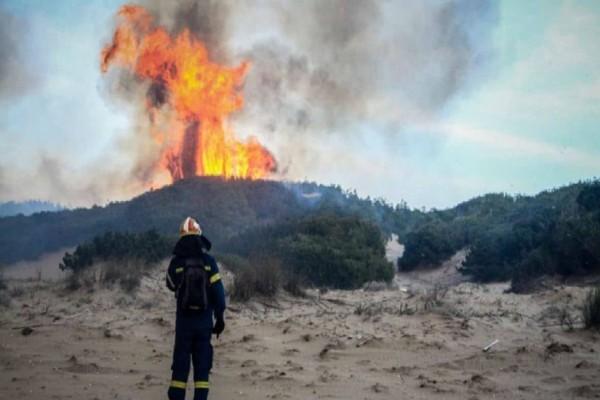 Φωτιά στη Μάνη: Εκκενώνεται οικισμός