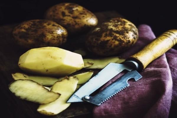 Βάλτε τις πατάτες σε κρύο νερό και αφήστε τες για ένα 24ωρο - Δεν φαντάζεστε αυτό που συμβαίνει