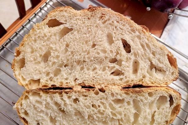Μπορείτε να φτιάξετε ψωμί χωρίς ζύμωμα και υπάρχει σκεύος στο σπίτι σας για αυτό