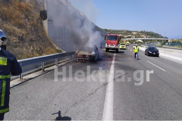 Συναγερμός στην Εθνική οδό: Φωτιά σε όχημα με έναν τραυματία