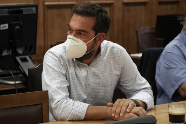 Ο Αλέξης Τσίπρας... με μούσια: Το νέο look του αρχηγού του ΣΥΡΙΖΑ