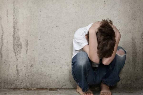Φρίκη στη Ρόδο: 18χρονος βίασε τον 13χρονο αδελφό του