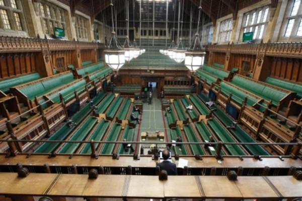 Σοκ στη Βρετανία: Συνελήφθη πρώην υπουργός και νυν βουλευτής - Κατηγορείται για βιασμό