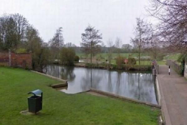 Θρίλερ στη Βρετανία: Βρέθηκαν ανθρώπινα οστά πεταμένα στο ποτάμι