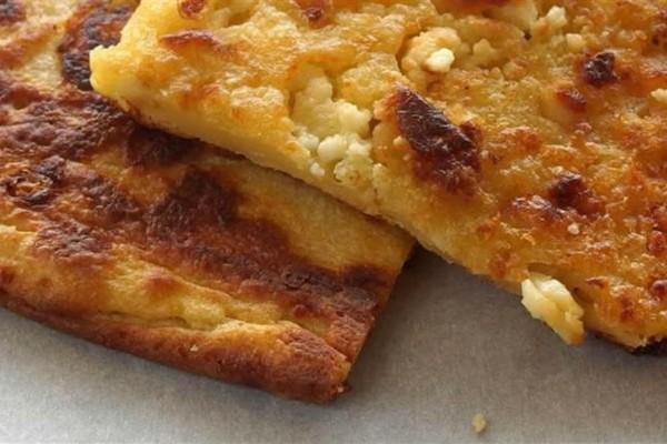 Ζαγορόπιτα: Λεπτή, βουτυράτη και τραγανή, με την αλμύρα της φέτας να τρίβεται στη κάθε μπουκιά