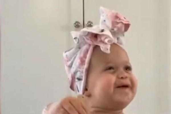 Όταν πήρε το μωρό της στην κουζίνα σίγουρα δεν περίμενε αυτό που ακολούθησε