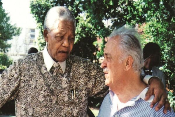 Πέθανε ο Έλληνας δικηγόρος του Νέλσον Μαντέλα