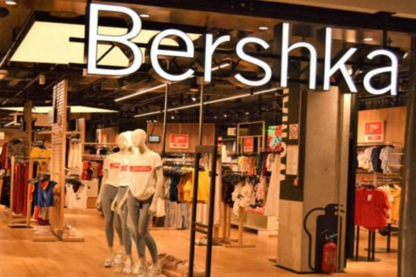 Βρήκαμε στα Bershka το μίντι φόρεμα που δεν θα θες να αποχωριστείς