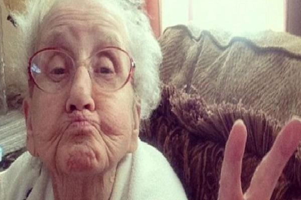 Ανέκδοτο κλάμα: Η γιαγιά και τα σκουπίδια!