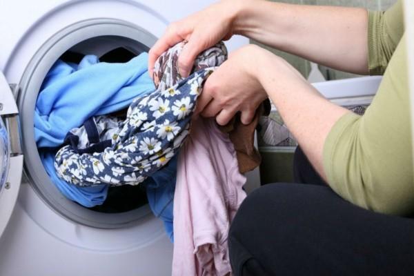 6+1 μυστικά για να βγαίνουν τα ρούχα σας από το πλυντήριο σαν σιδερωμένα
